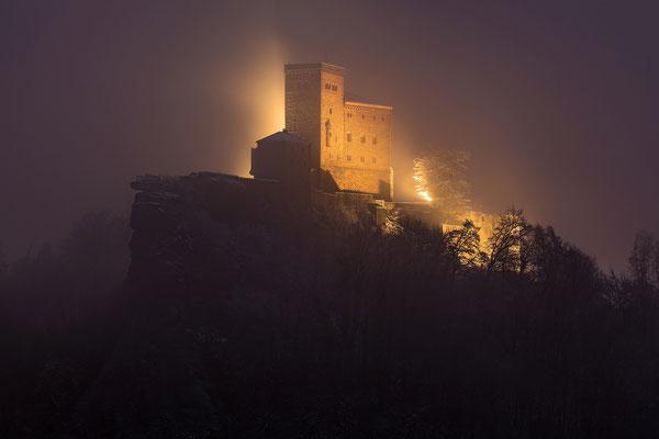 Trifels im Nebel