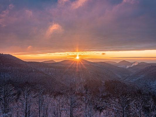 Schneefall und Morgenrot am Kirschfels