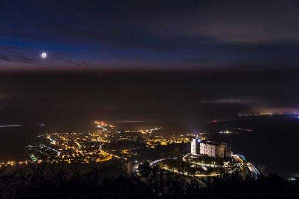 Mondaufgang hinter dem Hambacher Schloss