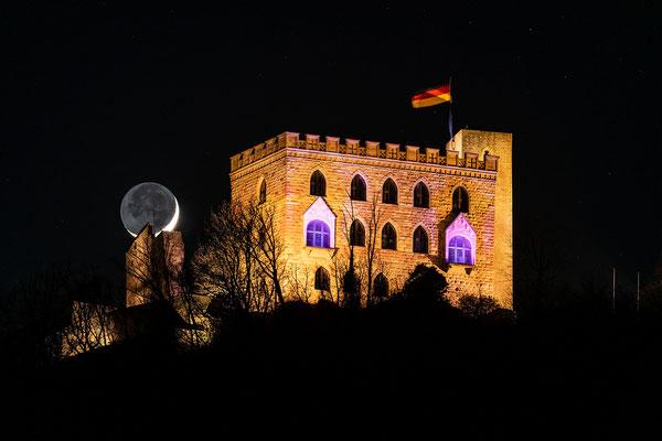 Sichelmond am Hambacher Schloss