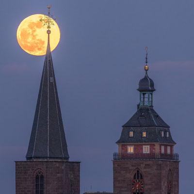 Aufgang des Vollmondes hinter der Stiftskirche