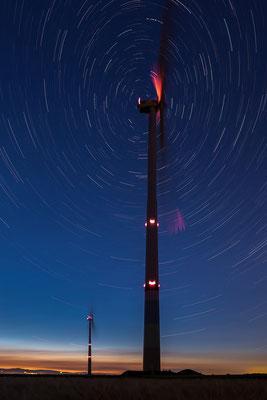 Windpark Herxheim bei Nacht