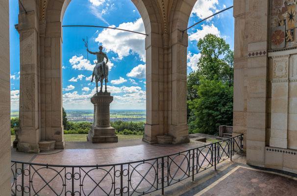 Aussicht vom Denkmal in die Rheinebene