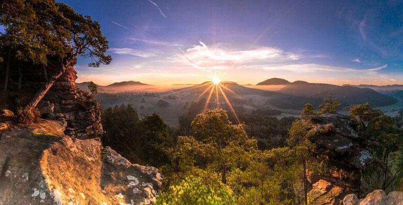 Schattenwurf beim Sonnenaufgang am Dickenbergturm