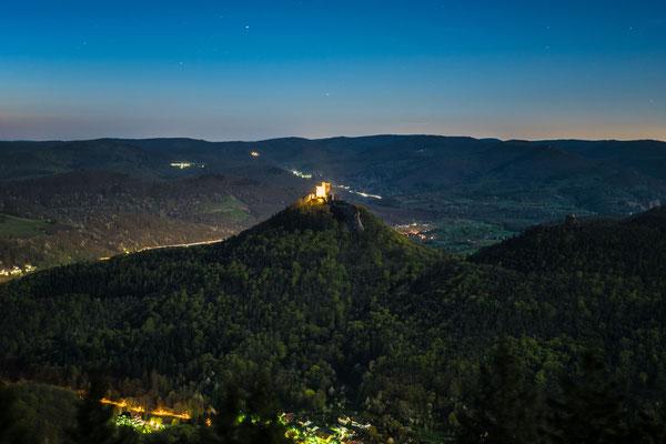 Burg Trifels im Vollmondlicht