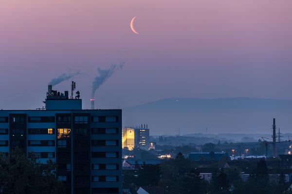 Mondaufgang bei Ludwigshafen
