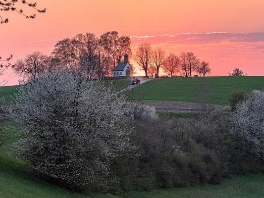 Sonnenuntergang an der Reifenberger Kapelle