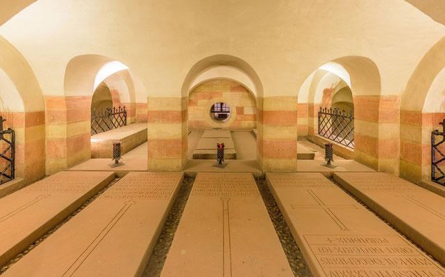 Die Kaisergräber in der Krpyta der Speyerer Doms