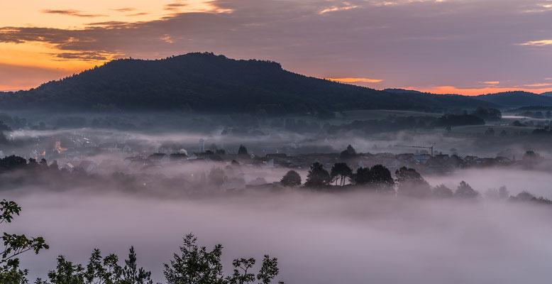 Busenberg im Morgennebel