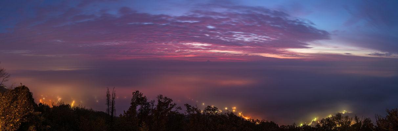 Blick in die nebelbedeckte Rheinebene