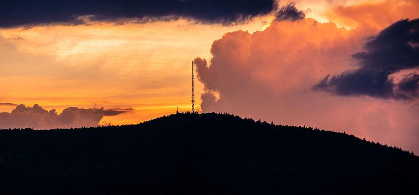 Sonnenuntergang hinter dem Weinbietturm