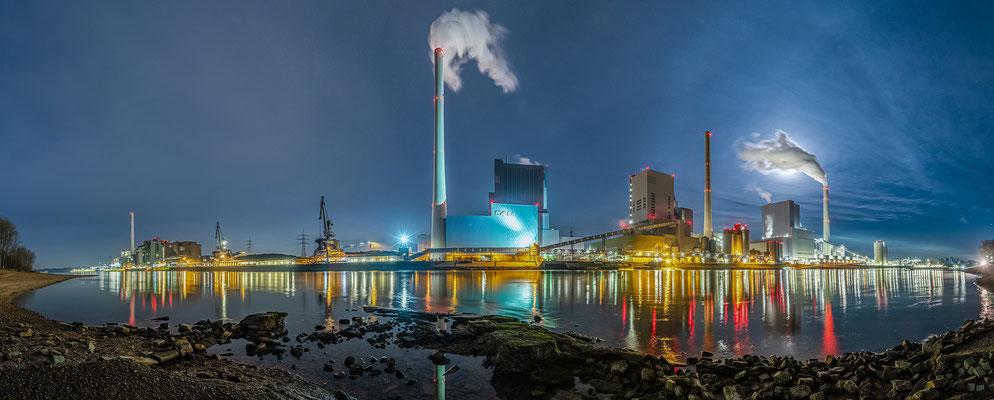 Winternacht am Großkraftwerk Mannheim, 100 x 35 cm, Aluminium-Wechselrahmen, Fotodruck auf hochwertigem Hahnemühle-Karton mit Passepartout, 190 €