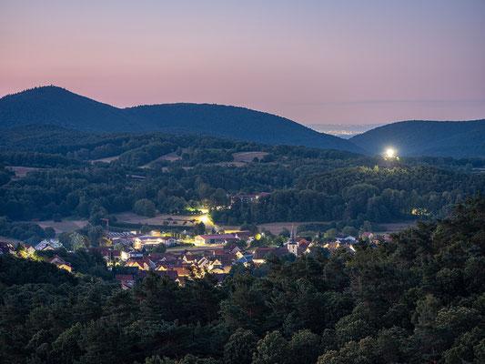 Gossersweiler-Stein in der Morgendämmerung