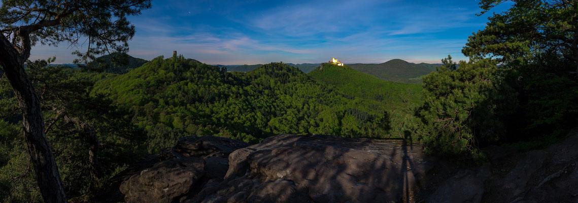 Burg Trifels im Mondschein