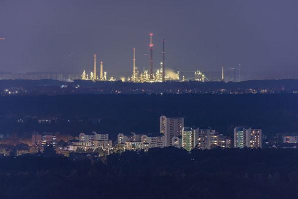 MIRO-Raffinerie in der Nacht
