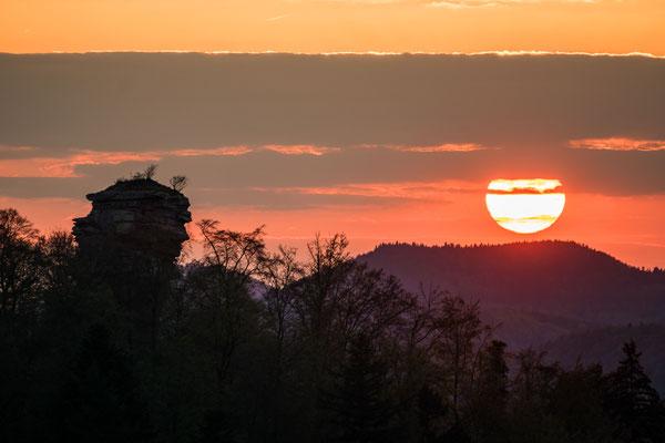 Sonnenuntergang hinter der Ruine Anebos