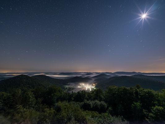 Nebelnacht auf der Wegelnburg