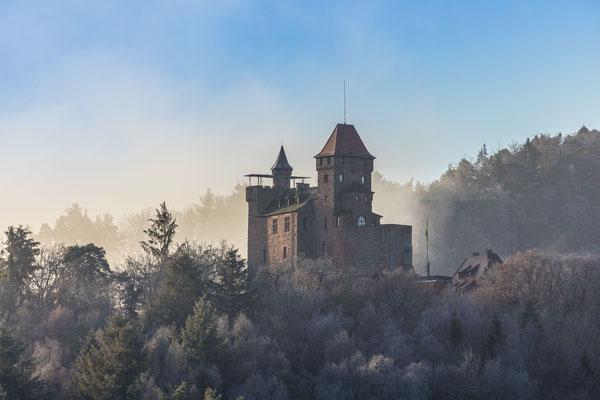 Burg Berwartstein im Morgendunst