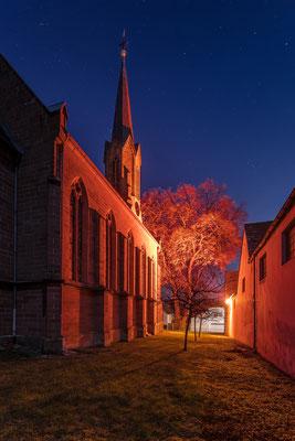 """Evangelische Kirche in Birkweiler während der """"Rosa Wochen"""""""