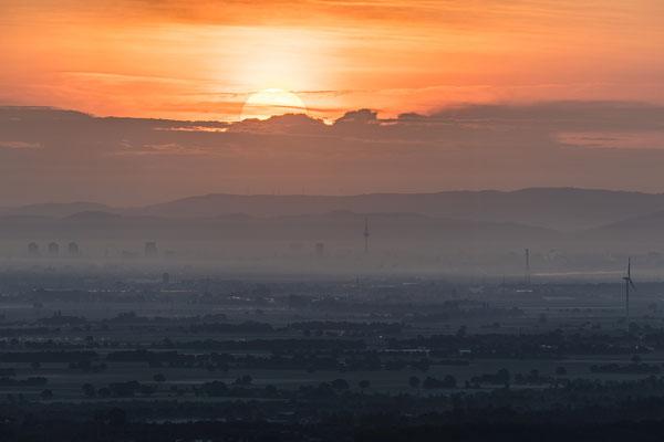 Sonnenaufgang über der Rheinebene