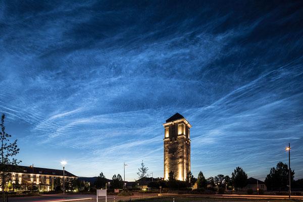 Sehr seltenes Phänomen: leuchtende Nachtwolken in sehr starker Ausprägung über Neustadt
