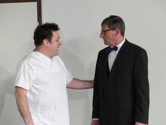 Pfleger Marvin Wilson (Uwe Hohmann) und der Chef das Sanatoriums Dr. Chumley (Dietmar Kuhlemann).