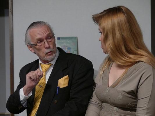 Anwalt Gaffney im Gespräch mit Myrtle Mae.