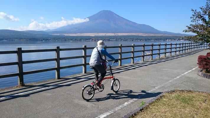 富士を見ながら河口湖畔