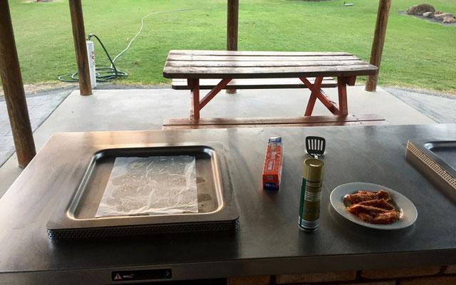Grill/Heiße Platte an einer Camp Kitchen