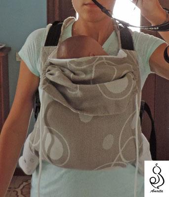 es di marsupio taglia piccola - indossato con bambola ergonomica di circa 3 mesi