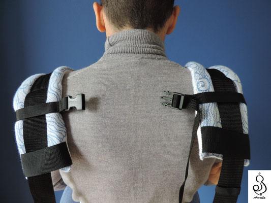 Allaccio con spallacci dritti e uso laccetto sulla schiena - osizione pancia contro pancia - marsupio toddler