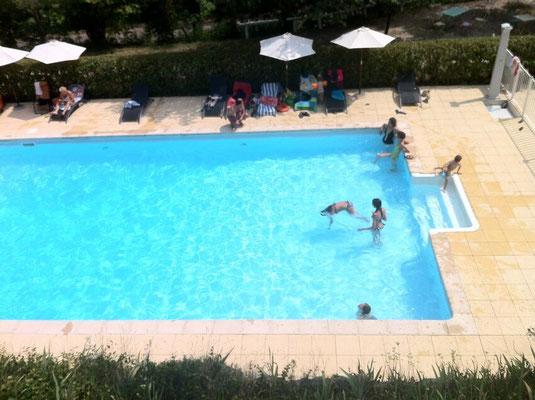 dejeuner piscine