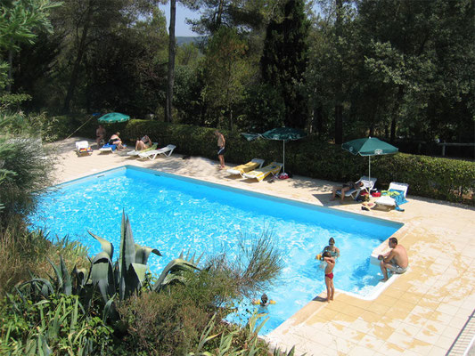 restaurant vue sur la piscine