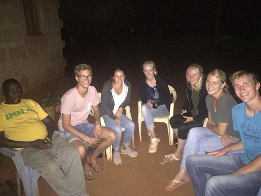 Alle Freiwilligen aus Taita/Taveta gemeinsam mit dem lokalen Ansprechpartner Agostino