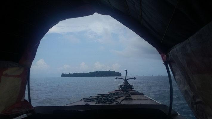 Prison Island, noch etwas verregnet, vom Boot aus