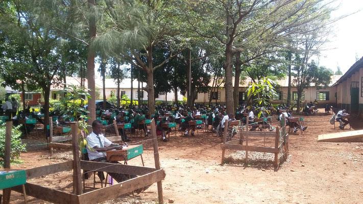 Die Schüler bei ihren Examen