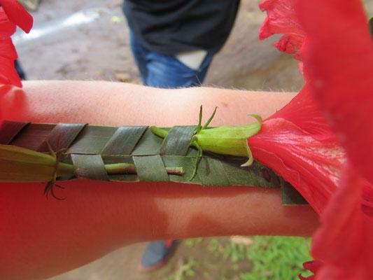 Blumenschmuck für den Arm