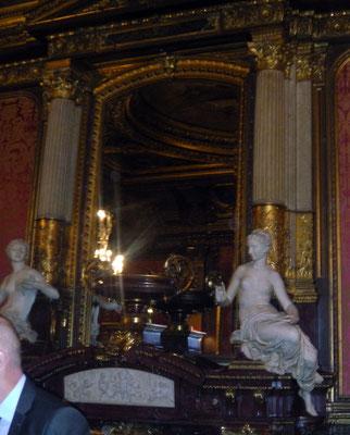 La réception avait lieu dans le cadre majestueux des salons de l'Hotel Païva