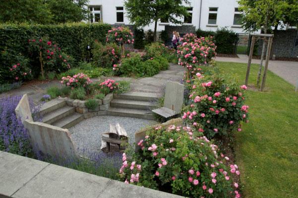 Der malerische Rosengarten.