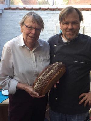 """""""Oma Emmys Lieblingsbrot"""": Komissbrot 90% Roggenmehl / 8% Weizenmehl/ 2% Dinkelmehl mit hauseigenem Natursauerteig !! 100% Bio!!"""