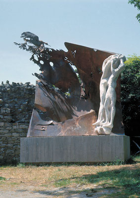 Sculpture Polymaterial / stone, copper, bronze / 490×490×160cm / 1974 / Michelangelo Museum [Caprese Michelangelo, Tuscany] スカルプチュア・ポリマテリアル / 石、銅、ブロンズ / ミケランジェロ生地博物館 [トスカーナ州カプレーゼ・ミケランジェロ]