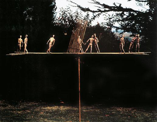 Tightrope Walkers / bronze / 153×210×40cm / 1987 綱渡り師たち / ブロンズ