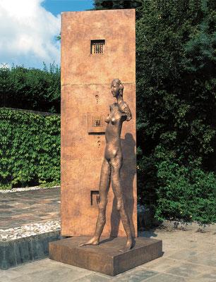 Confrontation / bronze / 316×120×100cm / 1993 対照 / ブロンズ