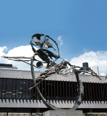 Icarus / bronze / 350×450×130cm / 1975-78 / Ministry of Posts and Telecommunications[Rome] イカルス / ブロンズ / 電気通信省[ローマ]
