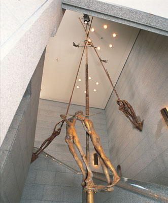 Tightrope Walkers / bronze / 1000×550×550cm / 1991 / Shimonoseki City Art Museum 綱渡り師たち / ブロンズ / 下関市立美術館