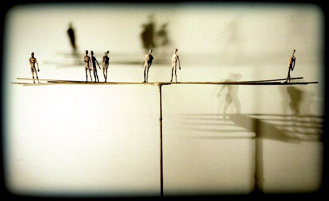 Tightrope Walkers / bronze / 142×250×42cm / 1991 綱渡り師たち / ブロンズ