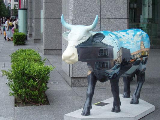 Cow Parade TOKYO in MARUNOUCHI 2003 / public space in Marunouchi, Tokyo カウパレード東京in丸の内2003 / 丸ビル周辺のパブリックスペース(東京)