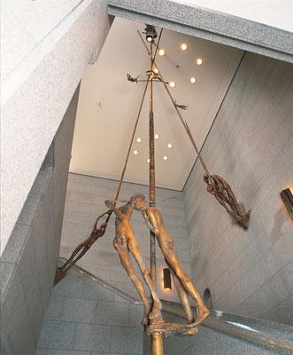 Tightrope Walkers / bronze / 1000×550×550cm / 1991 / Shimonoseki City Art Museum 綱渡り師たち / ブロンズ / 下関市立美術館