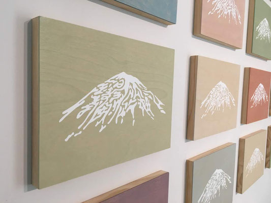 "Mt.Fuji ""一旦緩急アレバ義勇公ニ奉シ"" / oil stain on wood panel, cutting sheet / 333×242mm / 2018"