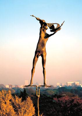 Man and Birds / bronze / h=195cm / 1980 男と鳥たち / ブロンズ